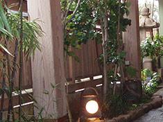 四季折々の風情を彩る中庭